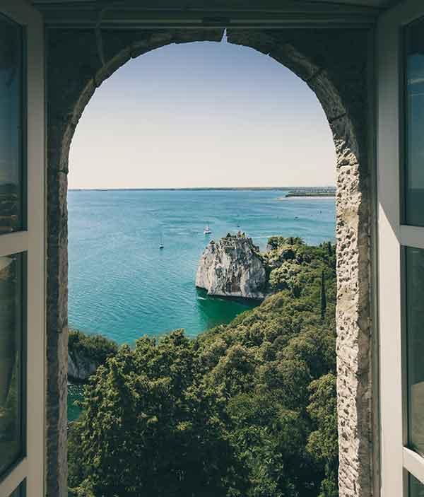 Une fenêtre ouverte sur l'extérieur
