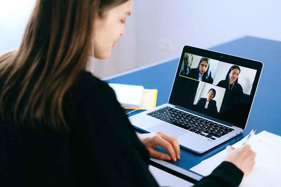 Une réunion en visioconférence
